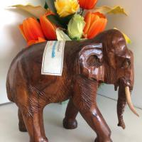 ช้างไม้จำลอง (ด้านข้าง)