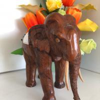 ช้างไม้จำลอง (ด้านหน้า)<br />
